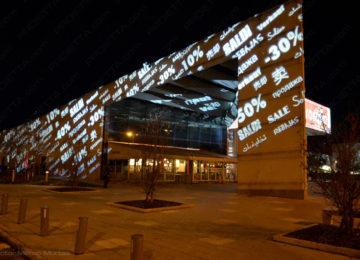 Projektionen auf große Einkaufszentren zur Werbung für den Verkauf