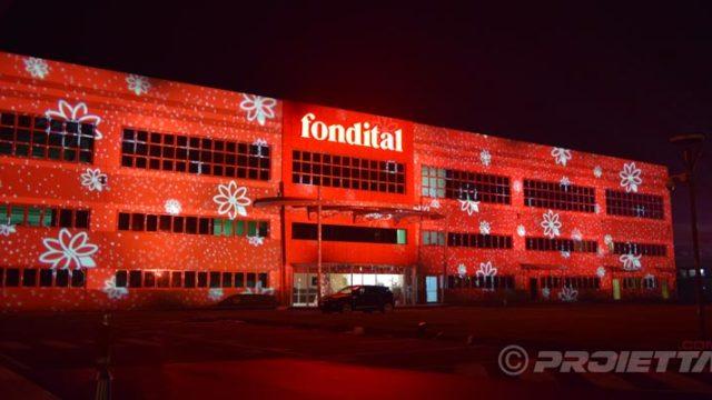 Dekorative Projektionen auf Industriebauten