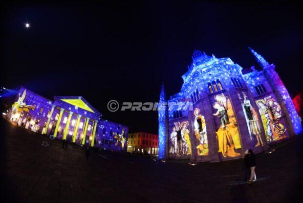Projektion auf der Kathedrale von Como und auf dem Theater für das Magic LIght Festival
