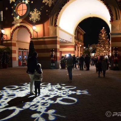 Serravalle Weihnachtsprojektionen fuer Outlet Village